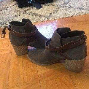 Sigerson Morrison grey/tan booties in size 8